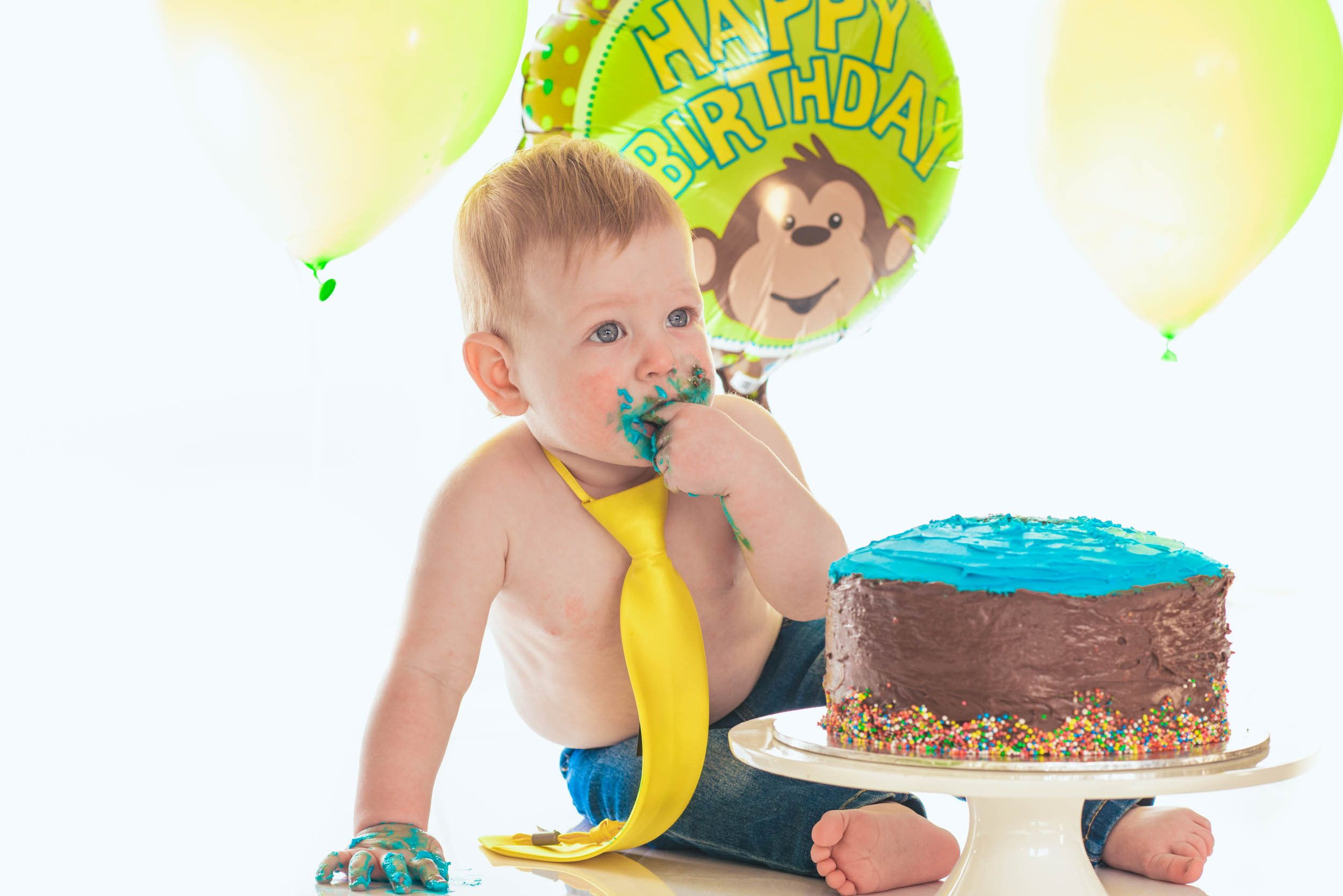 Cake all round as this baby starts the smash. Pause The Moment.